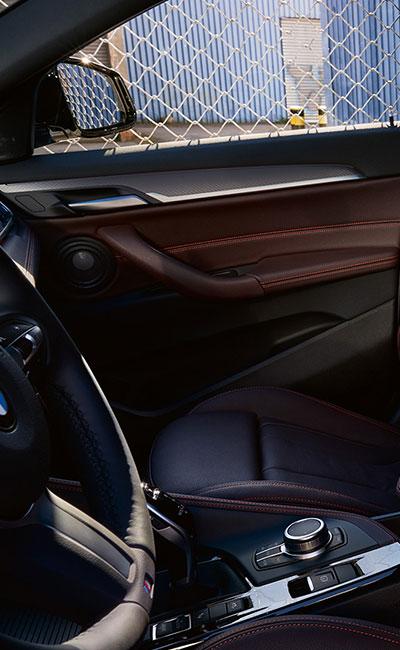 WNĘTRZE BMW X2.